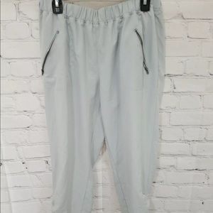 Maurices In Motion Large Gray Zipper Pocket Jogger